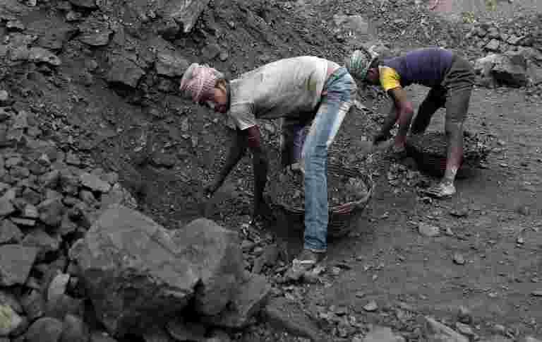 西部煤田为各种发电机公司提供额外的煤炭,以便宜的价格
