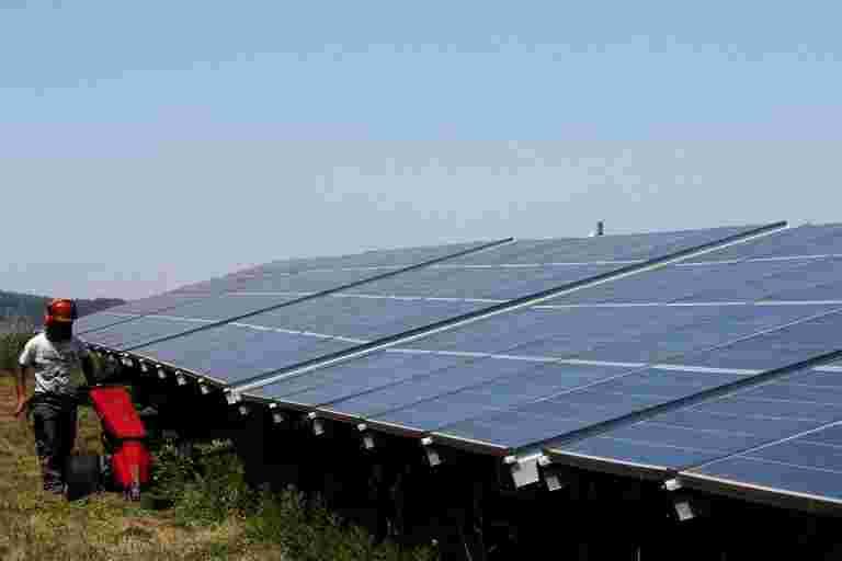 在Adani Green的太阳能项目JV中投资5.1亿美元的5.1亿美元股权