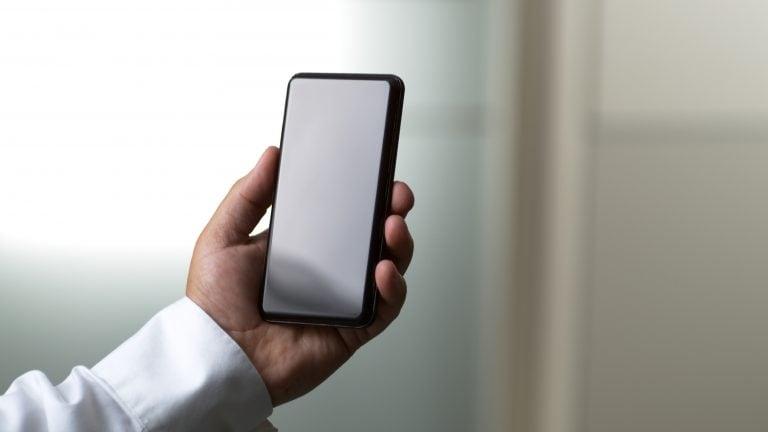 康宁宣布,首先是5,499卢比的军用级智能手机