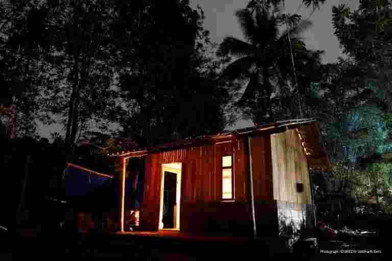 喀拉拉邦洪水康复:志愿者帮助建立过渡庇护所以保持WAYANAD去