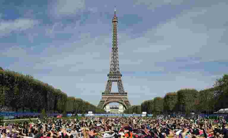 艾菲尔铁塔被关闭为巴黎支架以获得更多抗议活动